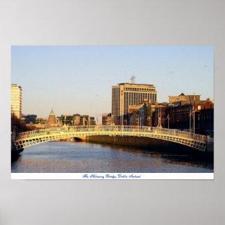 Puente Dublín Irlanda del medio penique Poster