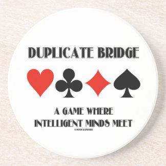 Puente duplicado un juego donde mentes inteligente posavasos para bebidas