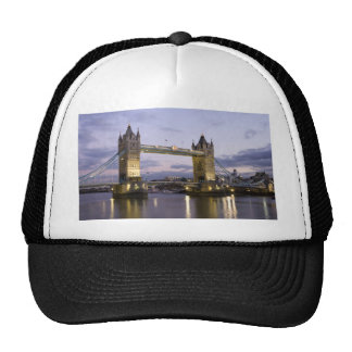 Puente el río Támesis Londres Inglaterra de la tor Gorra
