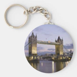 Puente el río Támesis Londres Inglaterra de la tor