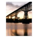 Puente en el amanecer postales