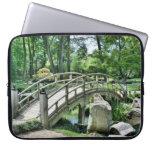 Puente en el jardín fundas portátiles