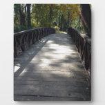 Puente en el parque placas de plastico