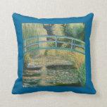Puente en jardín japonés almohada