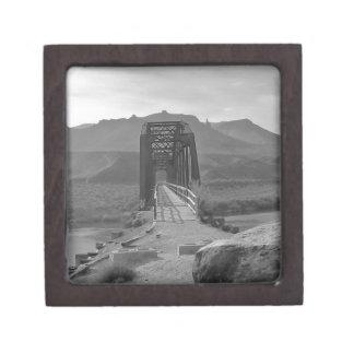 Puente en la caja del recuerdo del río Snake - Cajas De Joyas De Calidad