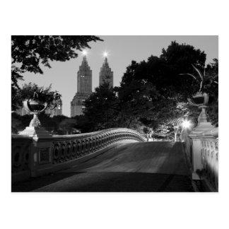 Puente en la oscuridad Central Park del arco Tarjeta Postal