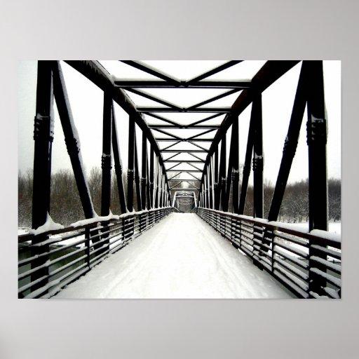 Puente en nieve póster