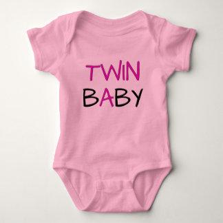 Puente gemelo de los rosas bebés remeras