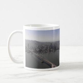 Puente Golden Gate con la taza del zepelín