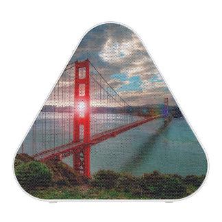 Puente Golden Gate con Sun que brilla a través Altavoz