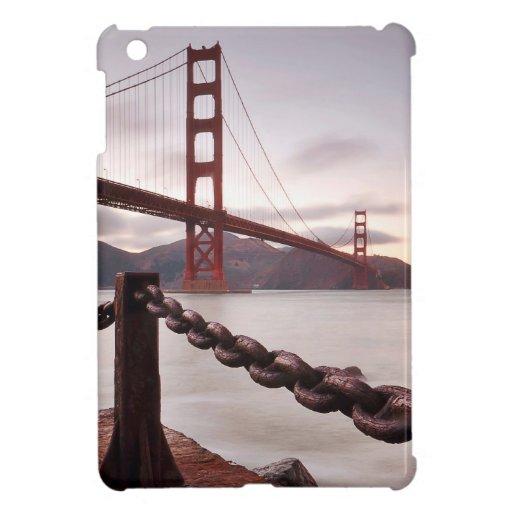 Puente Golden Gate contra las montañas