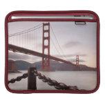 Puente Golden Gate contra las montañas Manga De iPad