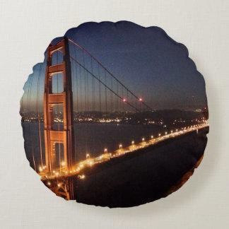 Puente Golden Gate de los promontorios de Marin Cojín Redondo