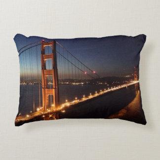 Puente Golden Gate de los promontorios de Marin Cojín Decorativo