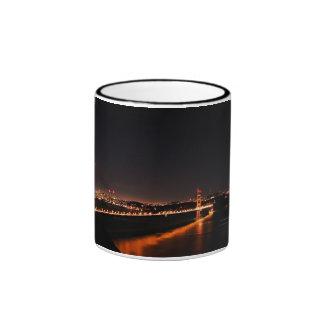 Puente Golden Gate en la noche Taza