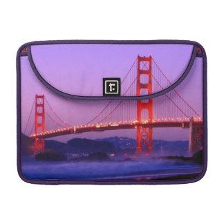 Puente Golden Gate en la playa del panadero en el  Funda Para Macbooks