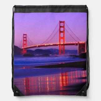Puente Golden Gate en la playa del panadero en el  Mochilas