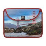 Puente Golden Gate en la puesta del sol Fundas Macbook Pro