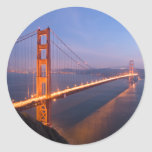 Puente Golden Gate en los pegatinas de la puesta Pegatina Redonda