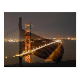 Puente Golden Gate y bandera de los E.E.U.U. Tarjeta Postal