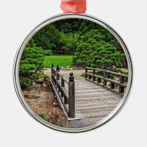 Puente japonés de madera adorno navideño redondo de metal