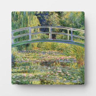 Puente japonés de Monet con la placa de los lirios