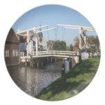 Puente levadizo platos