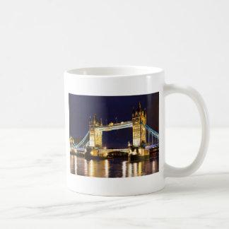 Puente Londres de la torre Taza