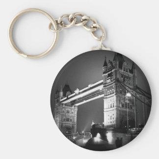 Puente negro y blanco de BW de Londres de la torre Llavero Redondo Tipo Pin