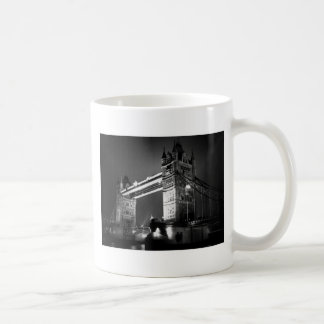 Puente negro y blanco de BW de Londres de la torre Tazas De Café