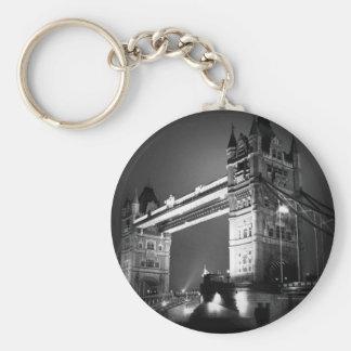 Puente negro y blanco de la torre de Londres Llavero Redondo Tipo Pin