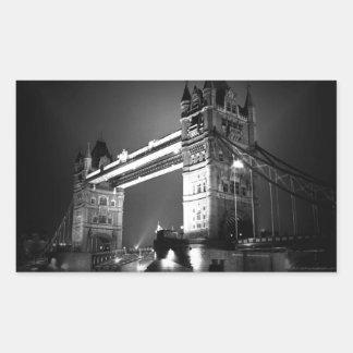 Puente negro y blanco de la torre de Londres Pegatina Rectangular