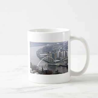 Puente Newcastle del milenio sobre Tyne Taza