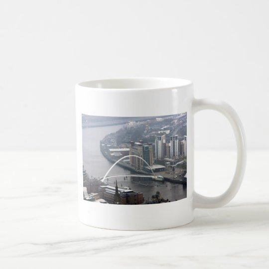 Puente Newcastle del milenio sobre Tyne Taza De Café