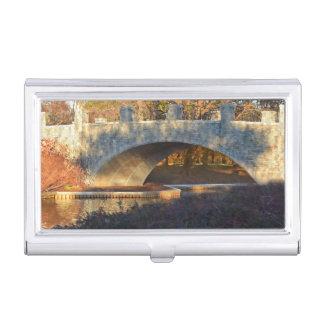 Puente pintado en el tenedor de la tarjeta de caja de tarjetas de visita