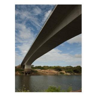 Puente que conecta Guyana con el Brasil sobre Postal