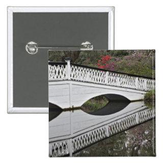 Puente que refleja en la charca, magnolia pin cuadrada 5 cm