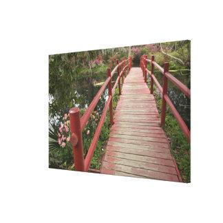 Puente rojo sobre la charca, plantación de la impresiones en lona estiradas