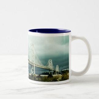 Puente San Francisco de la bahía de Oakland Taza De Dos Tonos