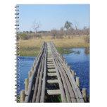 Puente sobre el diario del agua libro de apuntes con espiral