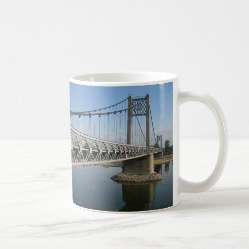 Puente sobre el Loira Tazas