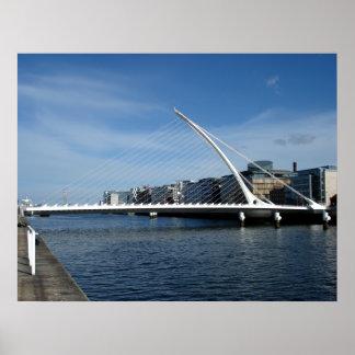 Puente sobre el poster del río de Dublín Irlanda