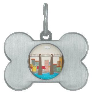 Puente sobre el río y la ciudad placa de mascota
