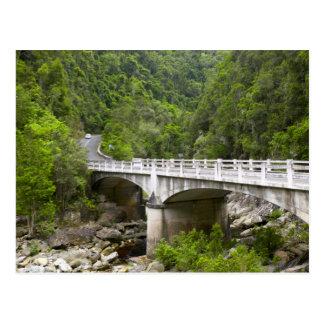 Puente sobre la corriente, parque nacional de tarjetas postales