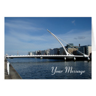 Puente sobre tarjeta del río de Dublín Irlanda