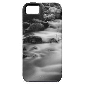 Puente sobre un río blanco y negro iPhone 5 cárcasas