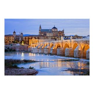 Puente y catedral romanos de Mezquita en Córdoba Cojinete