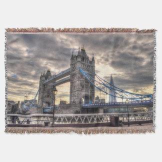 Puente y el casco, Londres, Inglaterra de la torre Manta