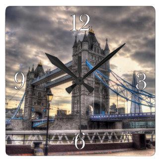 Puente y el casco, Londres, Inglaterra de la torre Reloj
