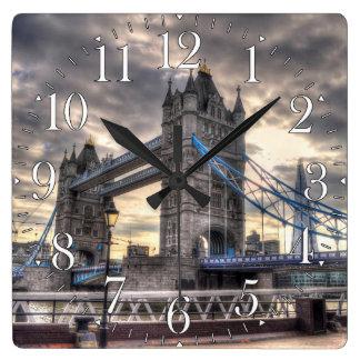 Puente y el casco, Londres, Inglaterra de la torre Reloj Cuadrado